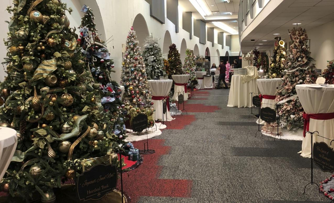 Huntington Club Room hallway decorated for Christmas
